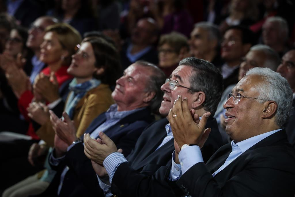 Jorge Coelho e António Costa num comício em Viseu. Foto: Mário Cruz/Lusa
