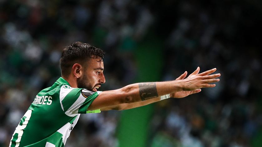 Bruno Fernandes revalida prémio de melhor médio do mês