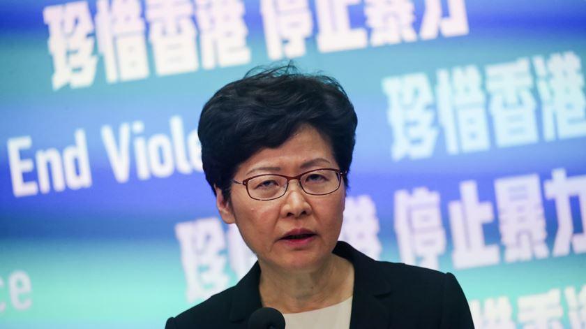 Chefe do Governo de Hong Kong admite entrada de exército chinês se protestos piorarem