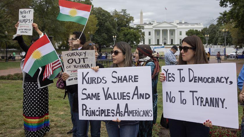 Protesto pró-curdo em frente à Cas aBranca. Foto: Erik S. Lesser/EPA