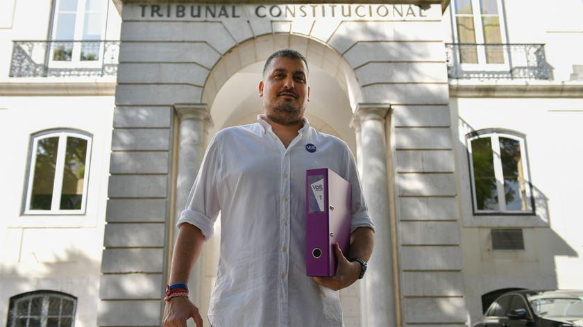 Tiago de Matos Gomes, presidente do Volt Portugal, à porta do tribunal. Foto: Luís Ruivo/Lusa