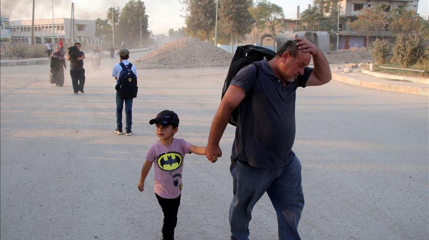 Mais de 235 mil deslocados na Síria devido a combates no noroeste