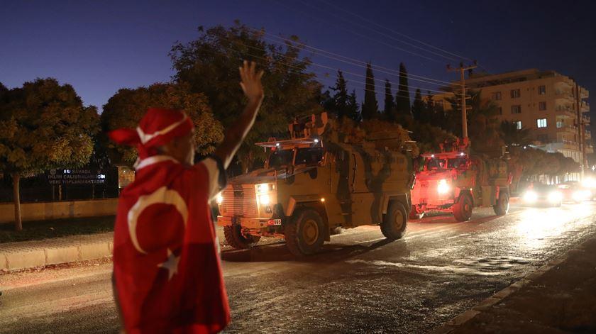 Ancara bombardeia forças do regime sírio depois de ataque que matou 33 soldados turcos
