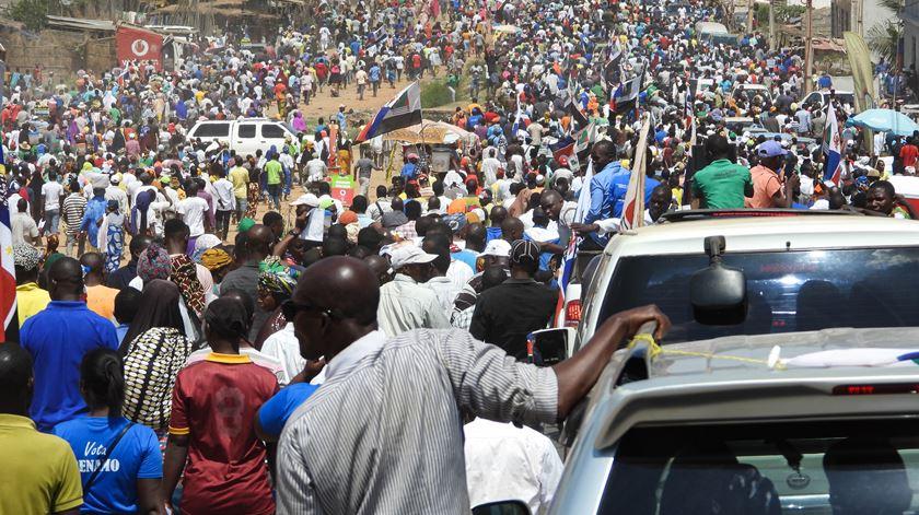Mais de 13 milhões chamados às urnas. Momentos de tensão marcam primeiras horas em Moçambique