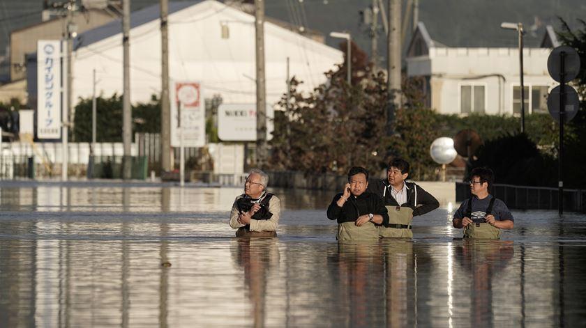 Mais de 30 portugueses retidos em Osaka após passagem do tufão Hagibis