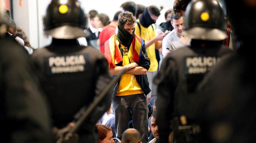 """""""Esta é uma vingança do Estado espanhol"""". Os tumultos com independentistas em Barcelona"""