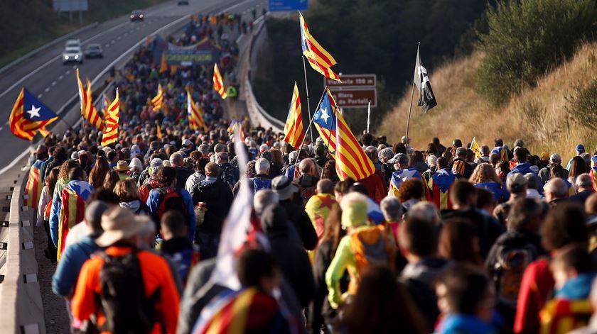 """Uma """"questão tribal"""". Portugueses na Catalunha preocupados com a economia"""