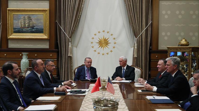 EUA e Turquia anunciam cessar-fogo temporário na Síria