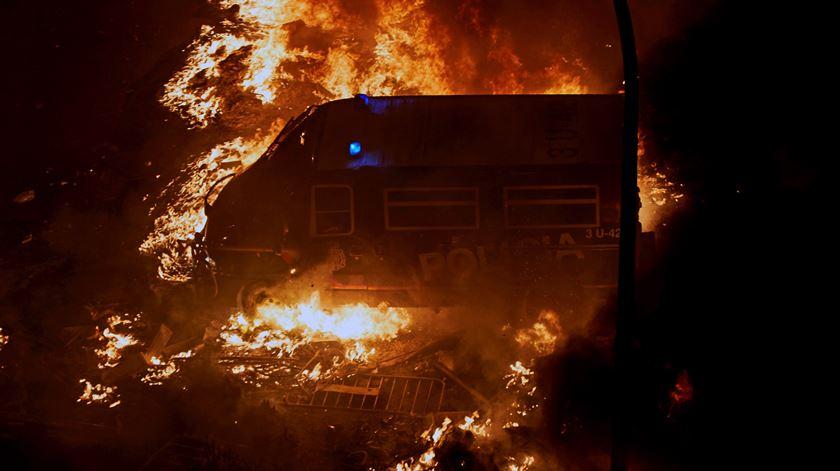 Protestos independentistas terminam em nova onda de violência em Barcelona
