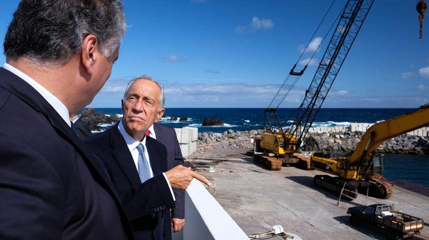 """Marcelo """"muito impressionado"""" pela destruição """"massiva"""" do """"Lorenzo"""" nos Açores"""