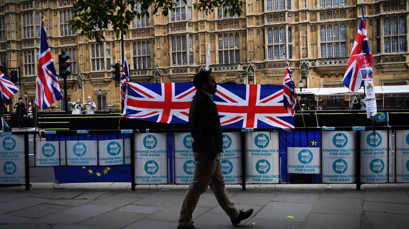 Brexit: tudo adiado