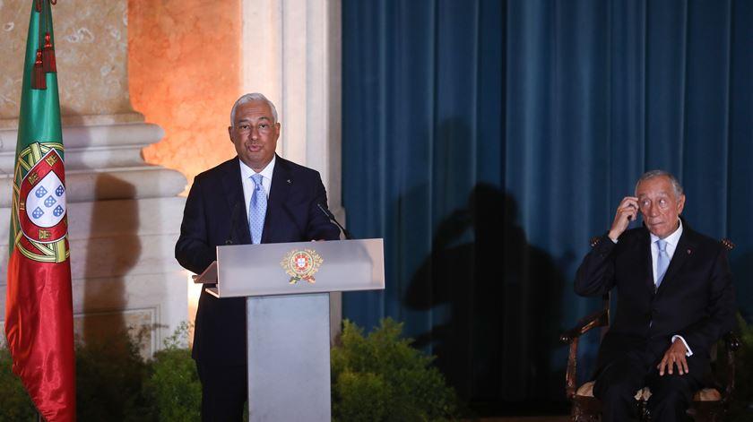 Após tomar posse, Costa promete salário mínimo de 750 euros para 2023