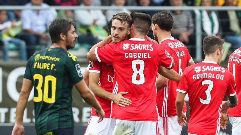 Ferro e Gabriel nas contas do Benfica para o dérbi