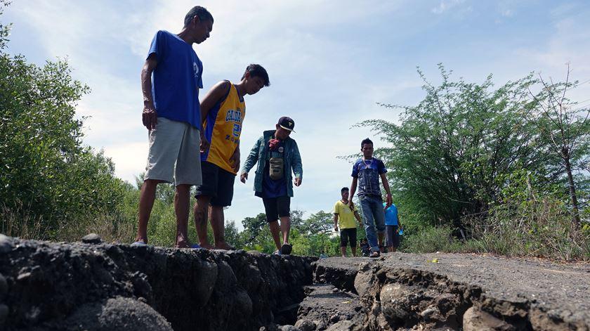 Novo balanço aponta para sete mortos e quase 400 feridos após sismo nas Filipinas