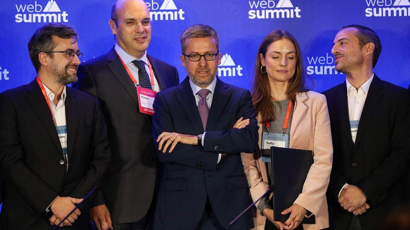 Carlos Moedas (ao centro) na sua última Web Summit na qualidade de comissário europeu. Foto: António Cotrim/Lusa