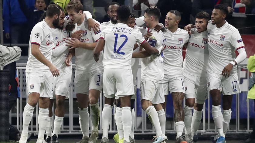 Lyon contrata Ekambi em definitivo