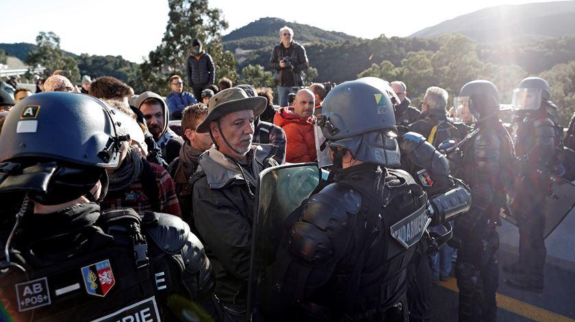Independentistas catalães bloqueiam acesso a França