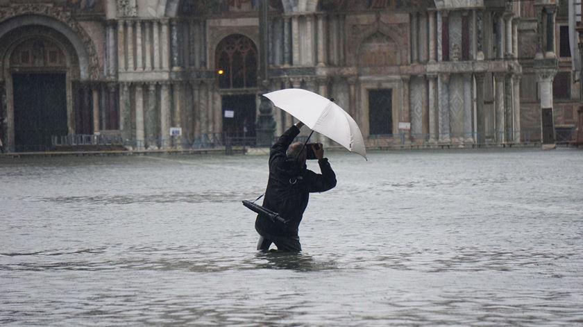 """Dois mortos em Veneza. Autarca prevê um impacto financeiro de """"centenas de milhões de euros"""""""