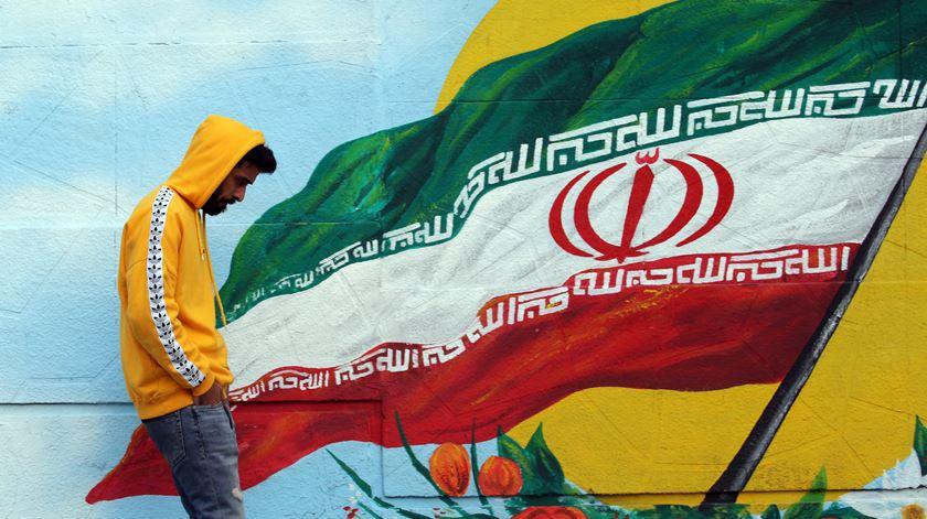 Dois iranianos morrem vítimas do coronavírus