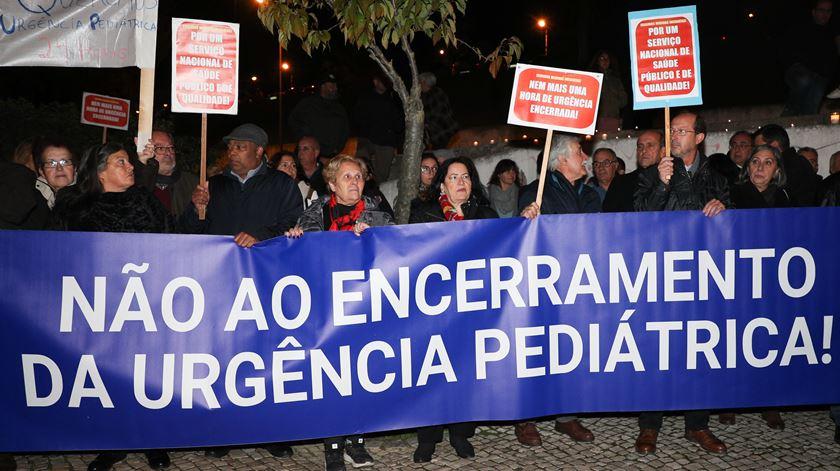 """Utentes e deputados do PS exigem urgência pediátrica do Garcia de Orta """"aberta de noite e dia"""""""