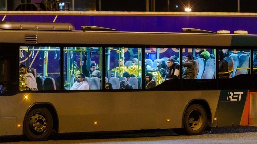 Holanda. Encontrados 25 migrantes escondidos em cargueiro