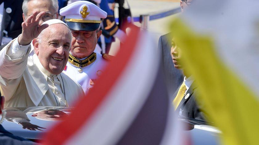 """Papa deixa mensagem aos jovens tailandeses: """"Não passeis a vida sentados no sofá. Fazei vida, construí a vida"""""""