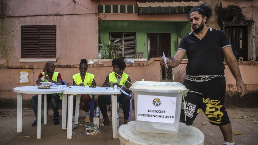 Quatro toneladas de material eleitoral português já chegaram à Guiné-Bissau