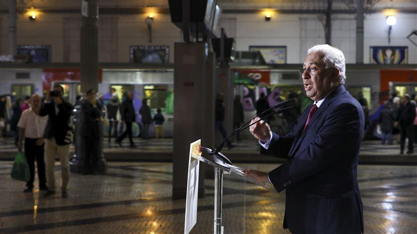 """""""Quem não tenta, não alcança"""". Costa quer uma base industrial ferroviária em Portugal"""