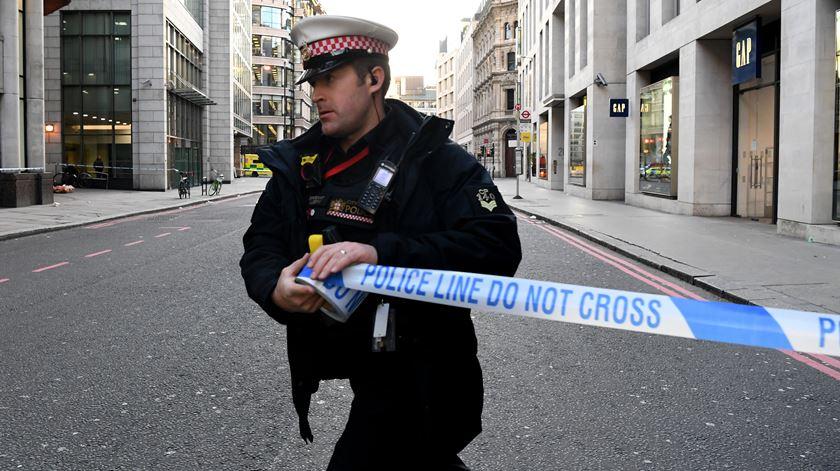 Londres. Ataque faz dois mortos e suspeito é abatido