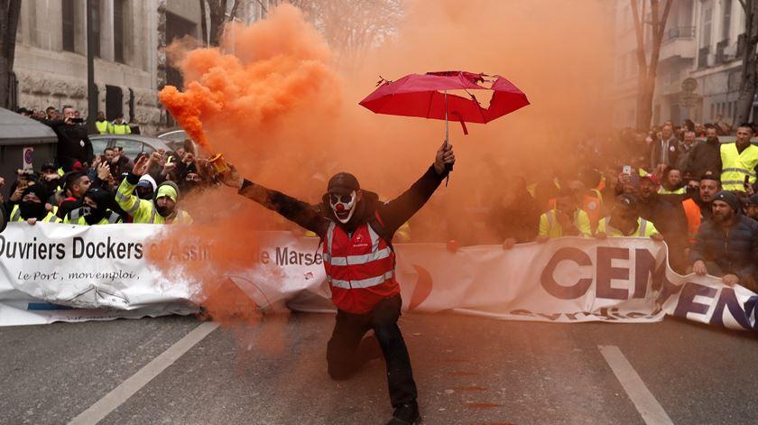 Fotogaleria. Greve geral em França deixa o país parado
