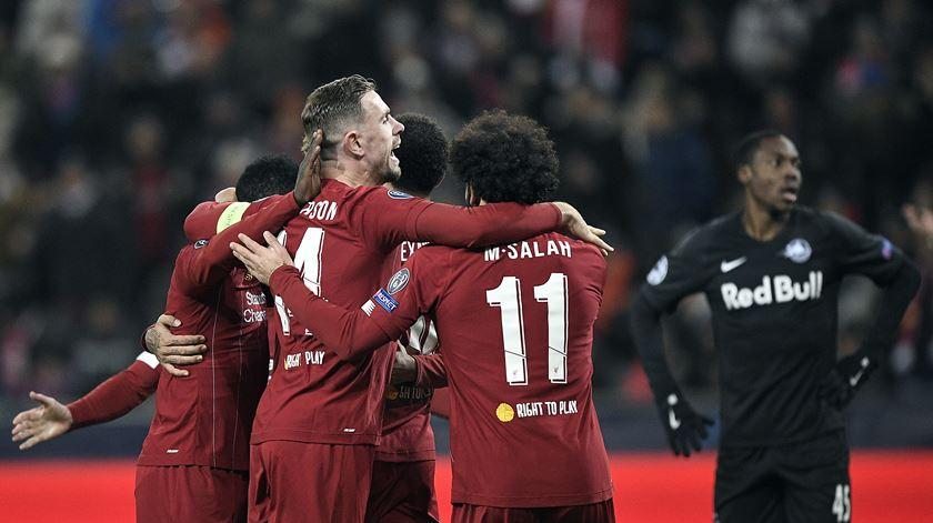 Dois minutos de classe evitam susto do Liverpool em Salzburgo