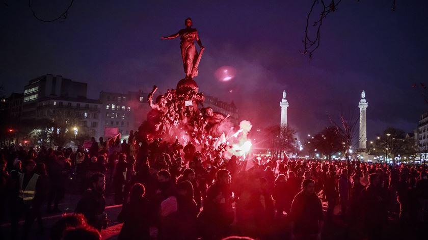 Greve geral reúne 250 mil pessoas, Philippe não recuará na reforma das pensões