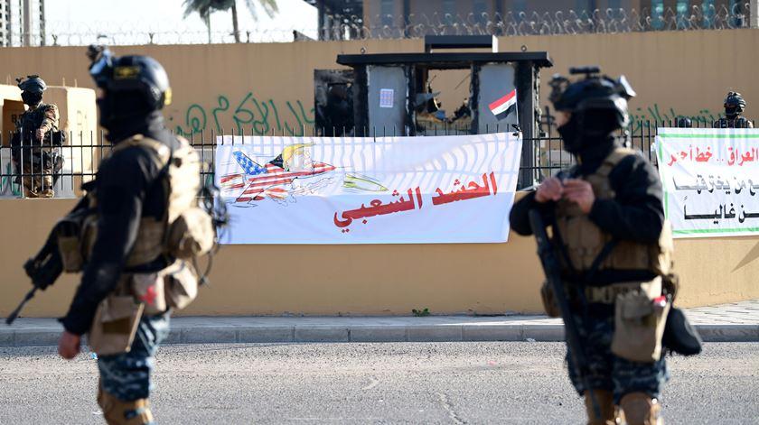 """""""Rockets"""" explodem junto à embaixada dos EUA em Bagdad"""