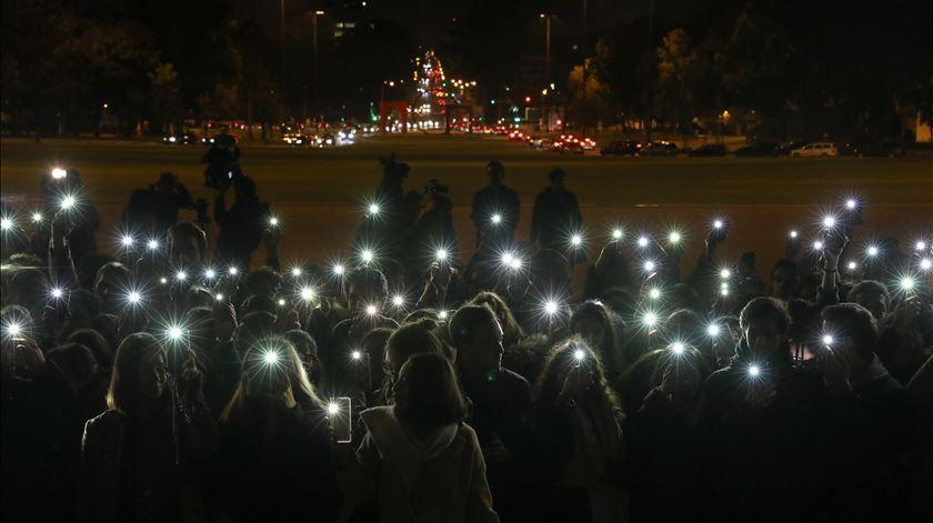 Estudantes iluminaram Alameda da Universidade para pedirem mais segurança
