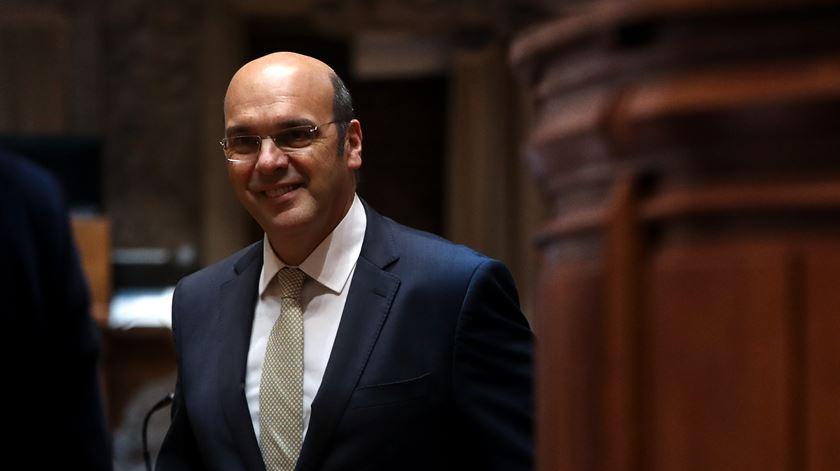 """Ministro da Economia. Descer impostos """"só iria fazer crescer dívida e défice"""""""