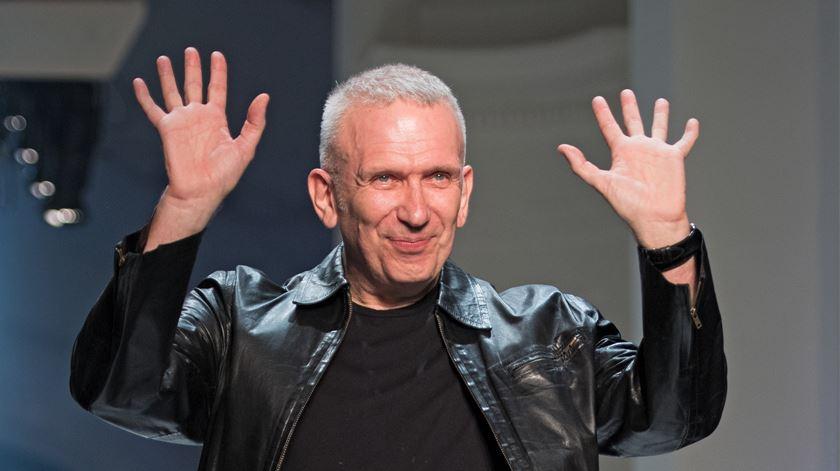 Estilista Jean-Paul Gaultier diz adeus aos desfiles de alta costura