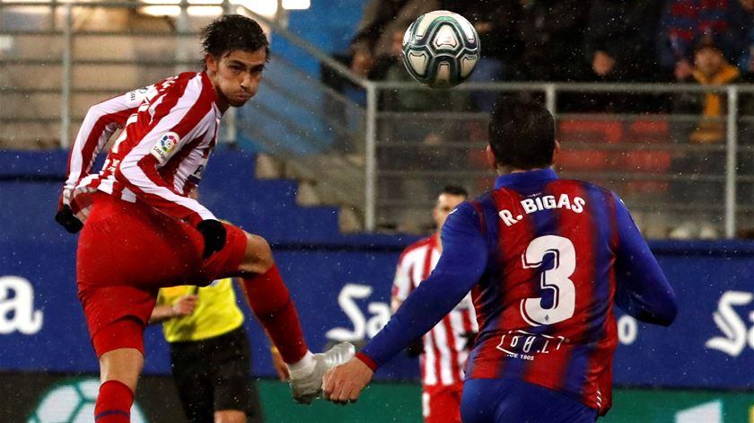 Atlético Madrid perde, Real Madrid vence