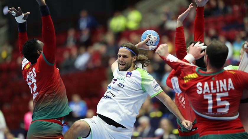 Portugal perde com a Eslovénia e falha meias-finais do Euro de andebol
