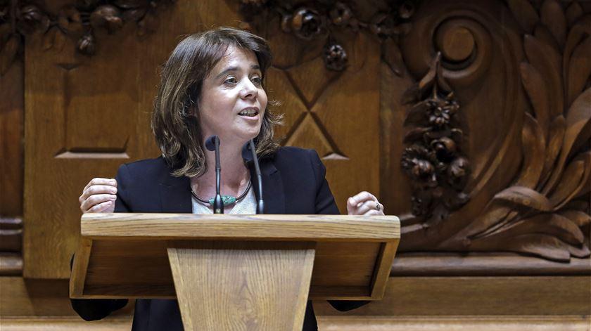 """Catarina Martins ataca Ventura: """"As suas ideias racistas hão de ir parar ao caixote do lixo"""""""