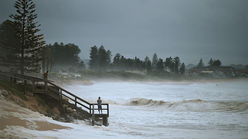 Depois dos fogos, as cheias. Austrália atingida por chuvadas mais fortes dos últimos 30 anos