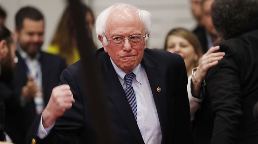 """""""É o início do fim de Trump"""". Bernie Sanders vence primária em New Hampshire"""