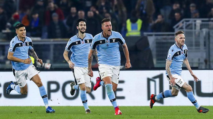 Lazio ganha e ultrapassa Inter
