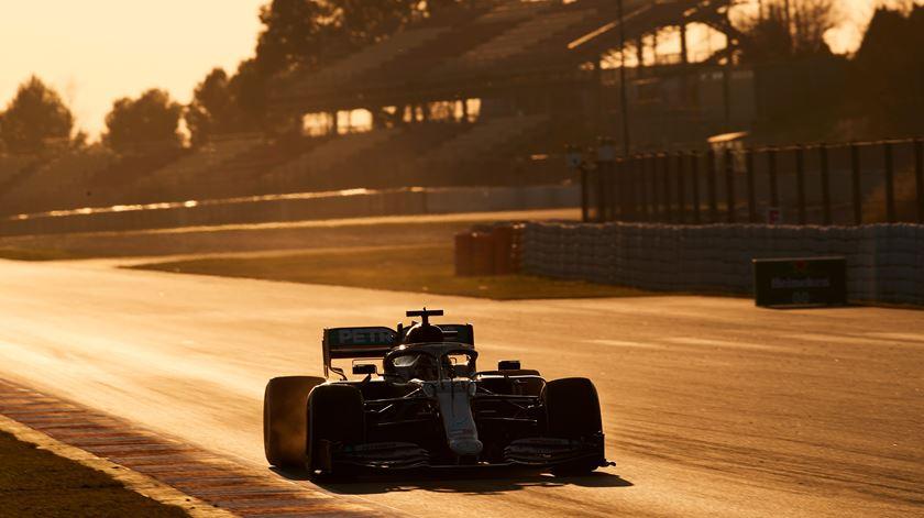 Formula 1. Mercedes dominam primeiro dia de testes em Barcelona