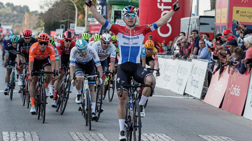 Jakobsen vence primeira etapa da Volta ao Algarve