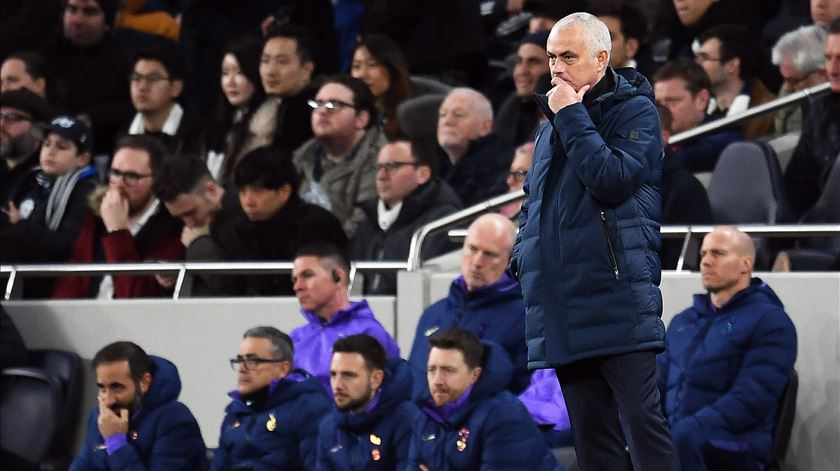 Tottenham perde em casa