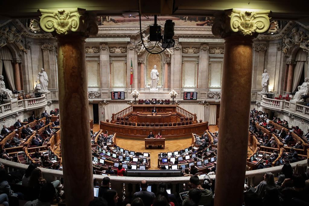 Parlamento aprovara uma série de leis sobre o regime de substituição temporária de deputados. Foto: Mária Cruz/Lusa