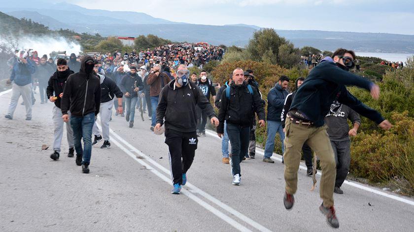 Grécia. População das ilhas em protesto contra novos campos de migrantes