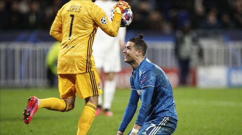 """Lyon surpreende Juventus em noite """"não"""" de Cristiano Ronaldo"""