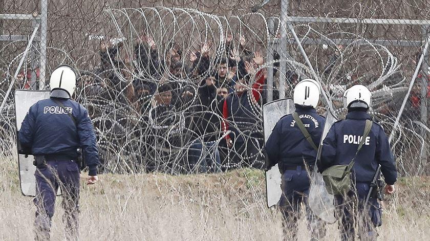 130 mil migrantes já passaram a fronteira entre a Turquia e a Grécia