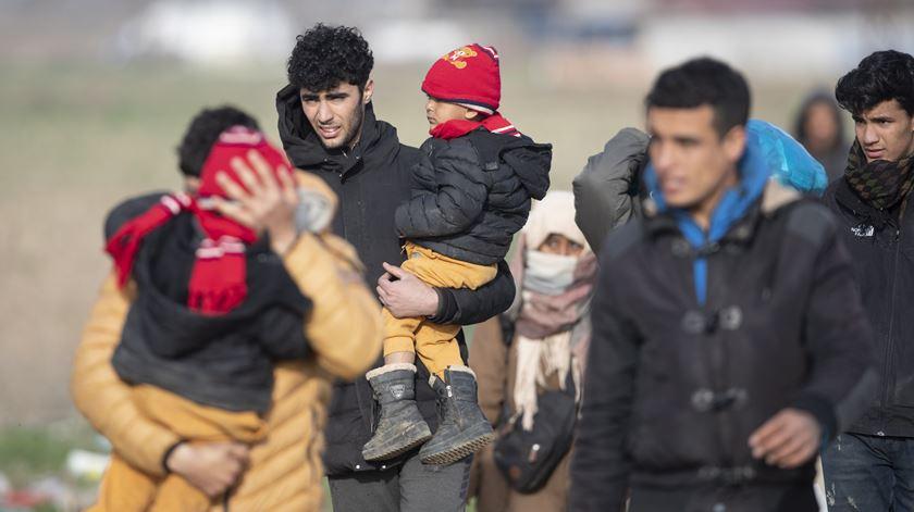 Grécia prolonga confinamento nos campos de migrantes mais duas semanas